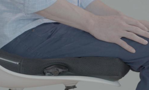 智能坐垫内置四个传感器缓解久坐疲劳