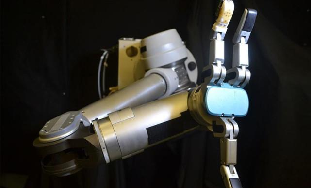 新型人造皮肤传感器为机器人实现触觉感知