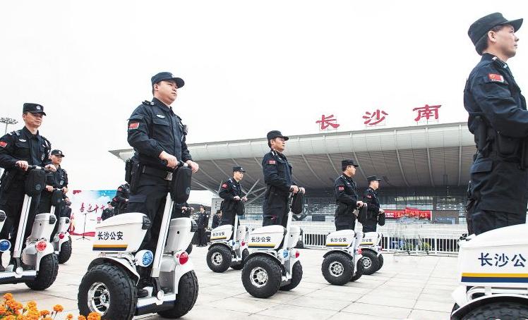 警用平衡车亮相国内:陀螺仪传感器助力行驶平衡