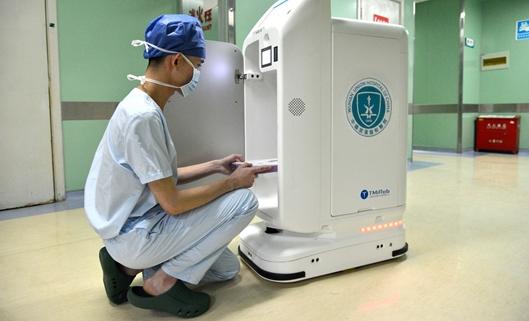 带多种传感器的药物配送机器人在国内医院中的应用