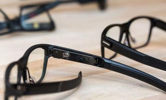 英特尔将新推一款智能眼镜:激光投影带有多种传感器