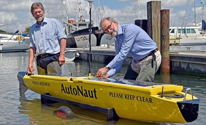 荷兰AutoNaut无人船:装备太阳能传感器 通过海浪获得动力