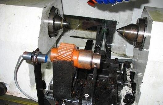 其工作原理是,首先把被测量的变化转换成光信号的变化,然后通过光电