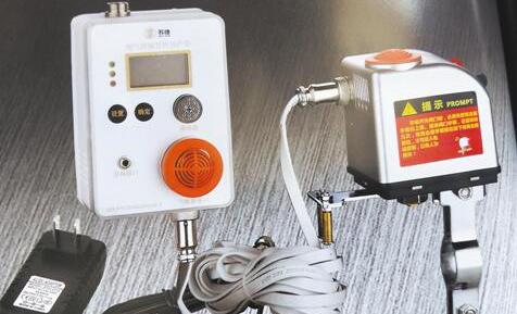 新型燃气泄漏报警器:内置双传感器还可自动关闭燃气阀门