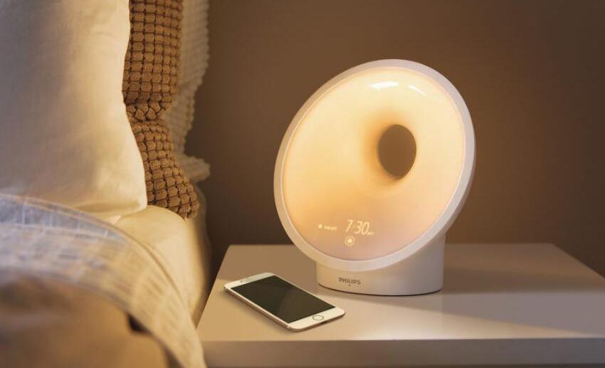 菲利普推出智能床头灯:带有湿度传感器等传感器件