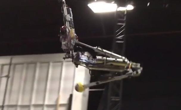迪士尼推出一款杂技机器人:搭载有IMU传感器可空翻两周