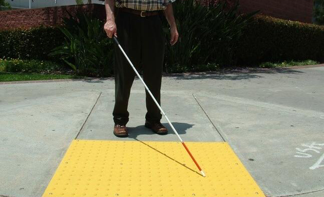 苹果新专利将采用多种传感器帮助视障人士定位导航