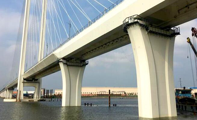 加速度和压力传感器用于国内特大桥主动防撞预警系统中