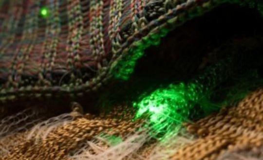 国外可穿戴技术新工艺:可将二极管和传感器直接融入织物中