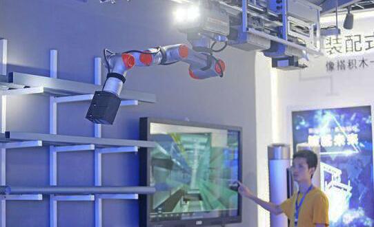 首届中国国际智博会上的科技新品及传感器应用
