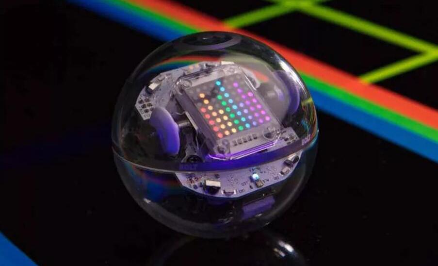 国外推出球形编程机器人:内置有红外传感器及电子罗盘