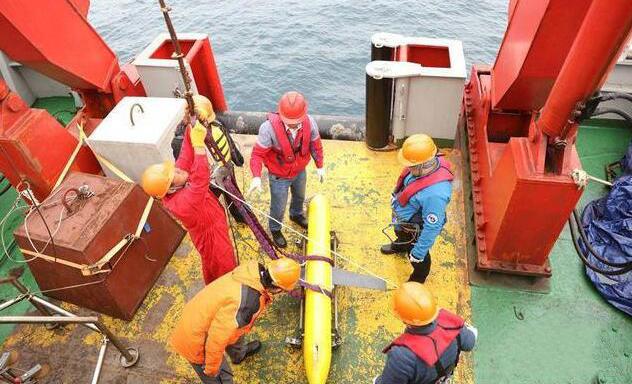 内置电子罗盘的水下滑翔机用于海域测量中
