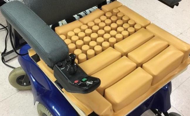 特殊轮椅坐垫内置压力传感器 可有效防止皮肤溃疡